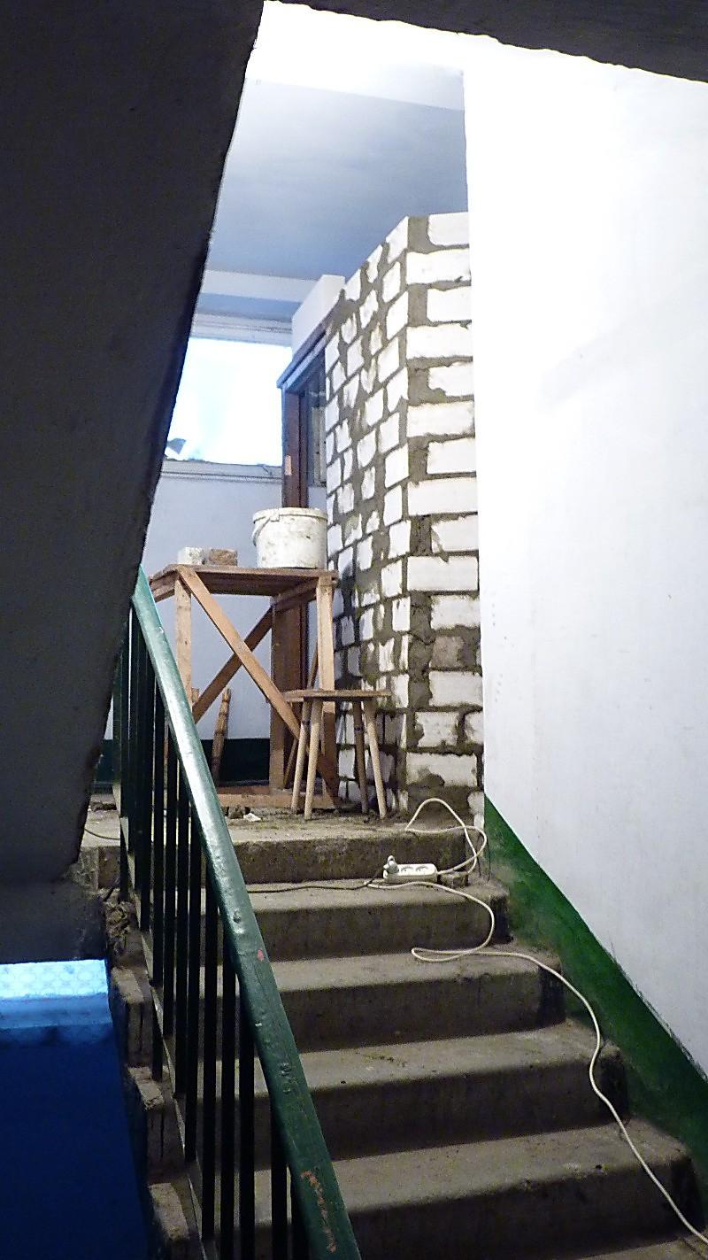 Как сделать кладовку на лестничной площадке