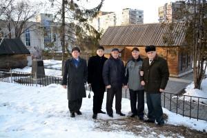 У Дома музея Чапаева в Балакове