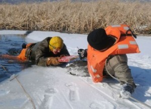 спасение провалившегося под лед