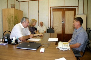 На приёме у главы БМР Александра Алексеева фермер Иван Белов