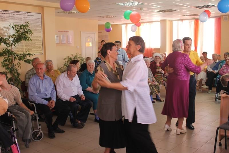 Дом интернат для престарелых в балаково сценарий концерта день пожилых людей в доме культуры