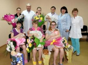 Глава БМР Александр Алексеев с молодыми мамами 3 января 2013