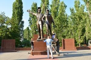 Установка памятника строителям_Балаково_8