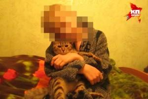 Один из мальчиков - позирует с домашним котом Фото: ! Соцсети