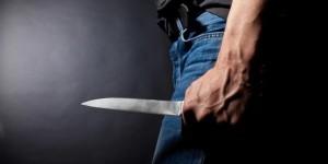 мужчина нож