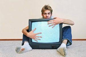 мужчина телевизор