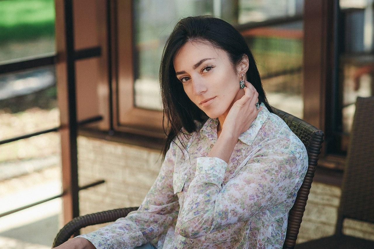 Работа девушке моделью балаково украина девушка ищет работу